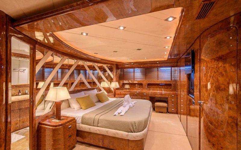 Mondomarine_120_master_cabin