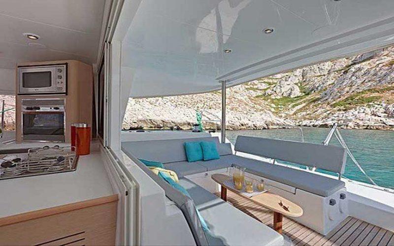 cat-laf-s2-rear-0__catamaran-lagoon-400-s2-12m
