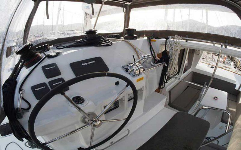 cat-lag-400-helm-0__catamaran-lagoon-400-s2-12m