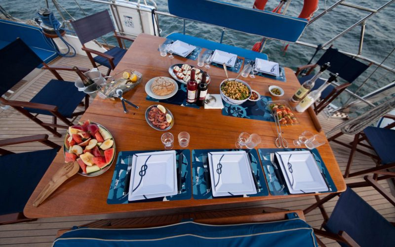 deck-dining-0__classic-sailing-yacht-22m