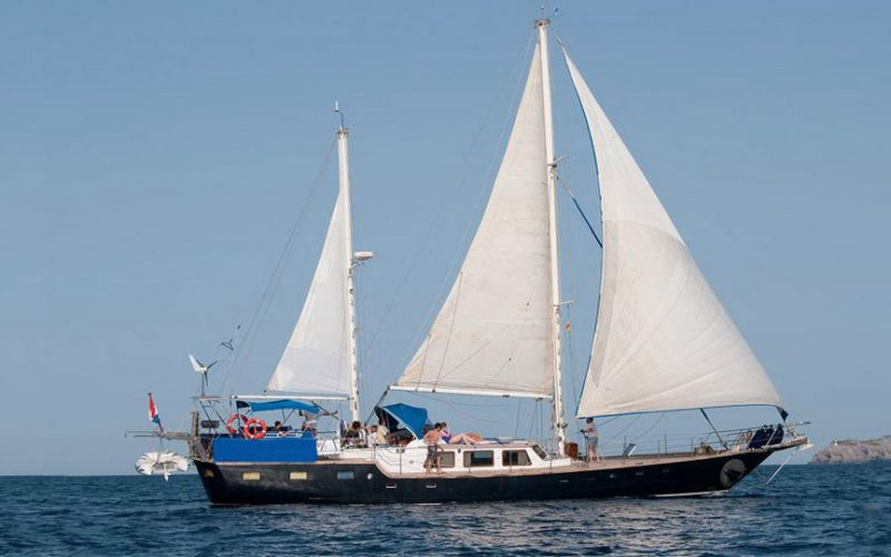 sailing-22m-front-0__classic-sailing-yacht-22m
