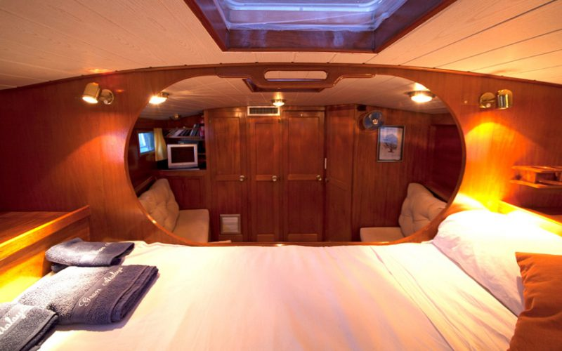 sailing-bed1-0__classic-sailing-yacht-22m