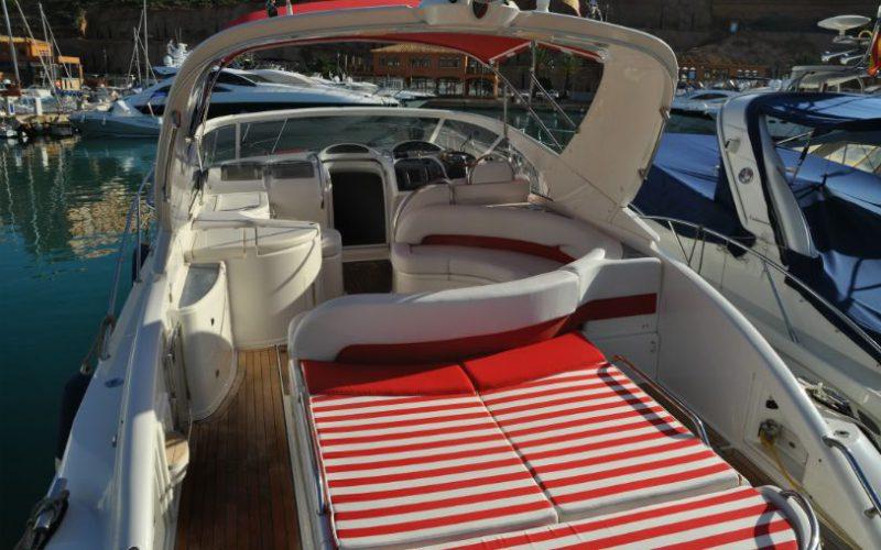 xfs-960x540-s80-red-pepper-rear-sunbathing-0__fairline-targa-43