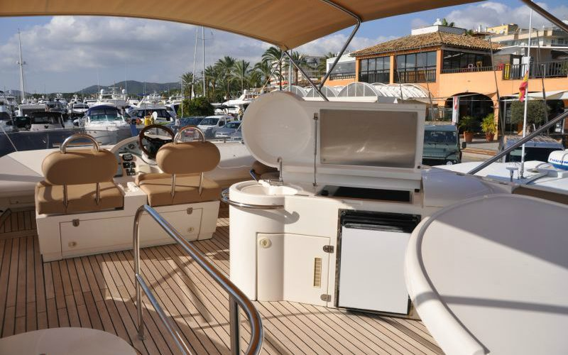 xfs-960x540-s80-tranquilo-flybridge-facing-forward-0__fairline-phantom-50