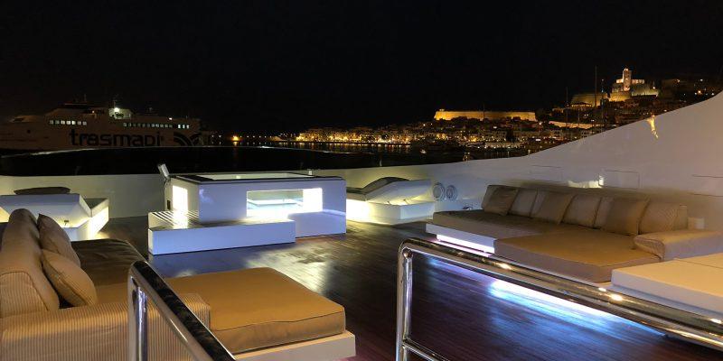 Tecnomar44_flybridge_lounge_by_night