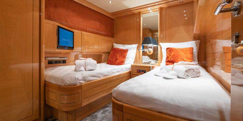 mangusta-80-twin-cabin-0__mangusta-80