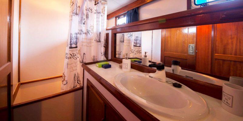 sailing-22m-bathroom2-0__classic-sailing-yacht-22m