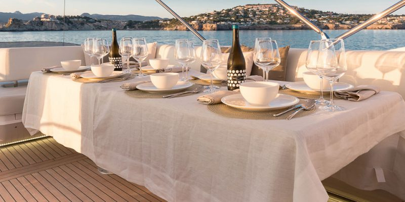 sunseeker-80-flybridge-dining__sunseeker-80