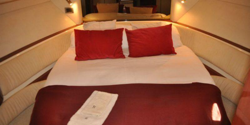xfs-960x540-s80-red-pepper-cabin-1-0__fairline-targa-43