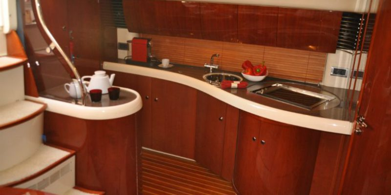 xfs-960x540-s80-red-pepper-galley-and-stairs-0__fairline-targa-43